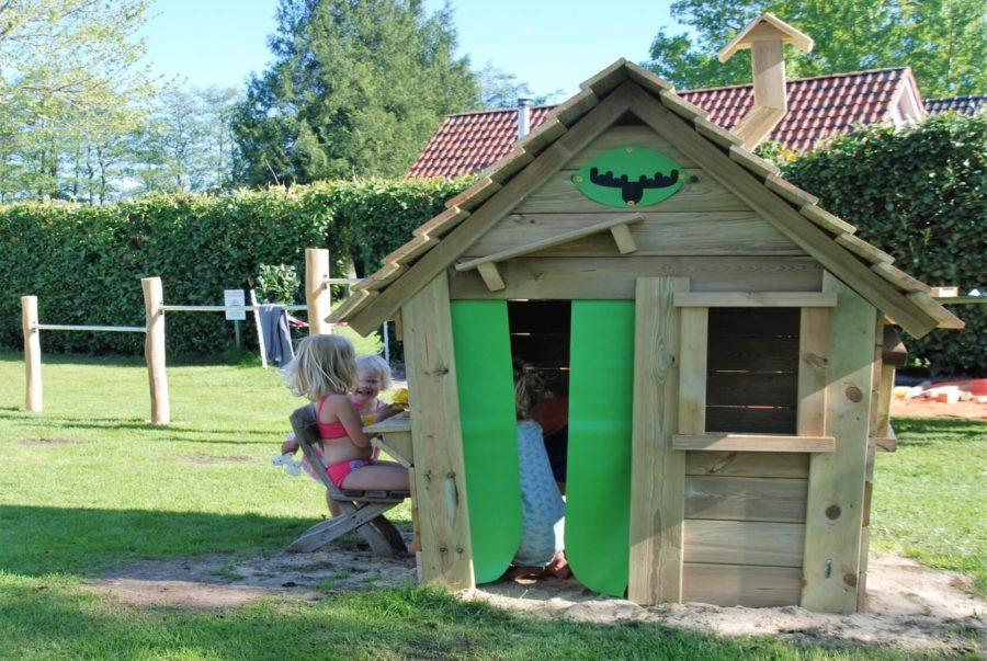 buiten spelen op de camping in Drenthe