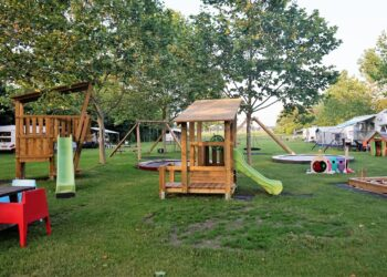 Kindvriendelijke camping klimtoren